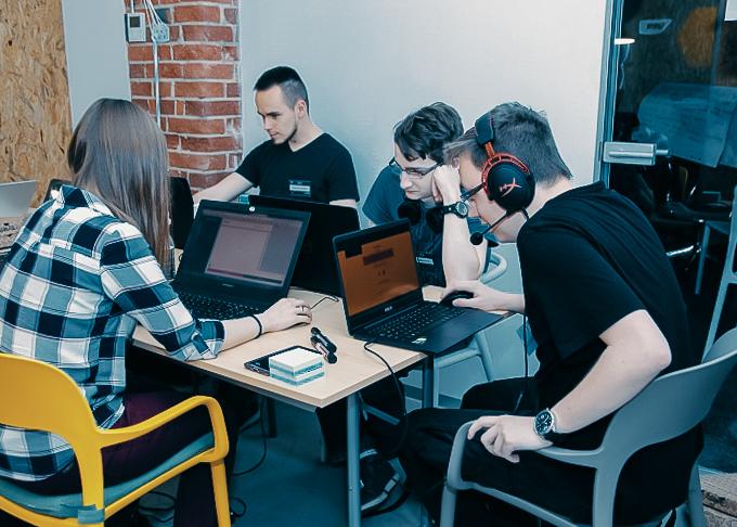 Hackathon CodersCamp LiveChat